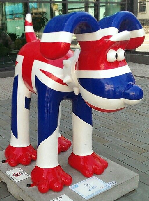 92.) Looks like Gromit wants us to follow him... @visitlondon