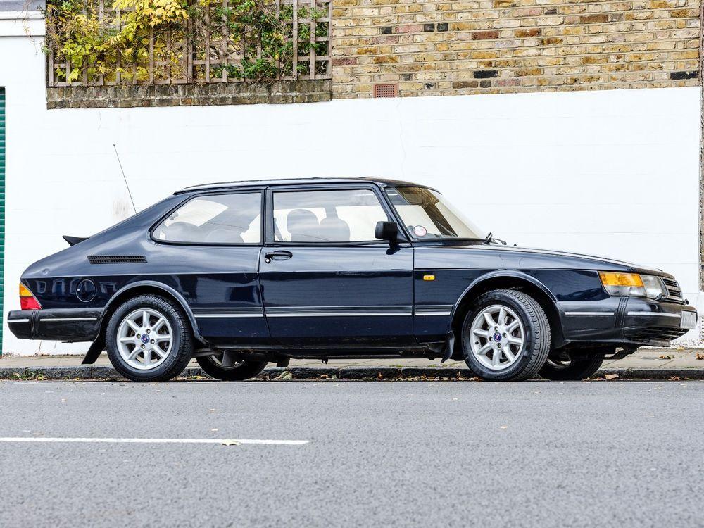 eBay Saab 900i 16V. Classic K reg. Dark Blue. Saab Mini