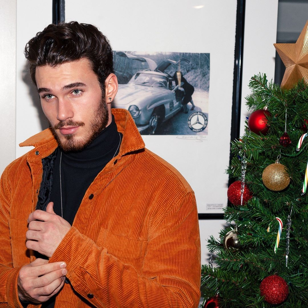 This Tree Ain T The Only Thing That S Bout To Get Lit Michael Yerger Guy Pictures Gorgeous Men Michael