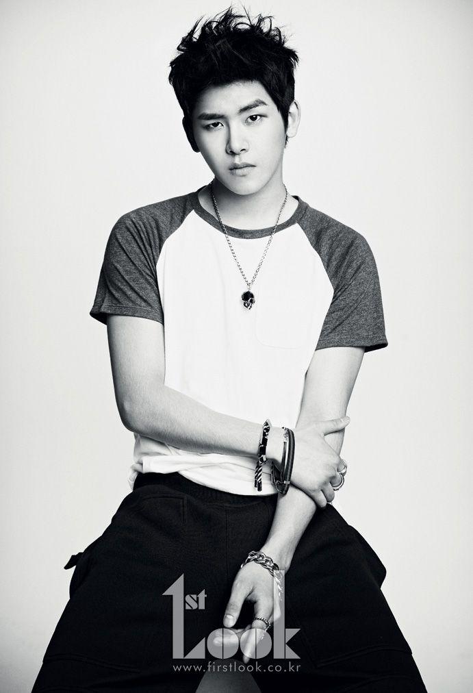 It S All Black And White For Infinite And 1st Look Seoulbeats Hoya Infinite Kpop Guys Infinite Members