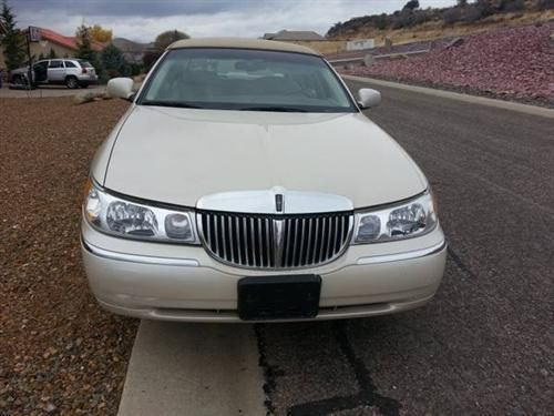 Used Lincoln Town Car Cars [Automobiles] with 4 doors