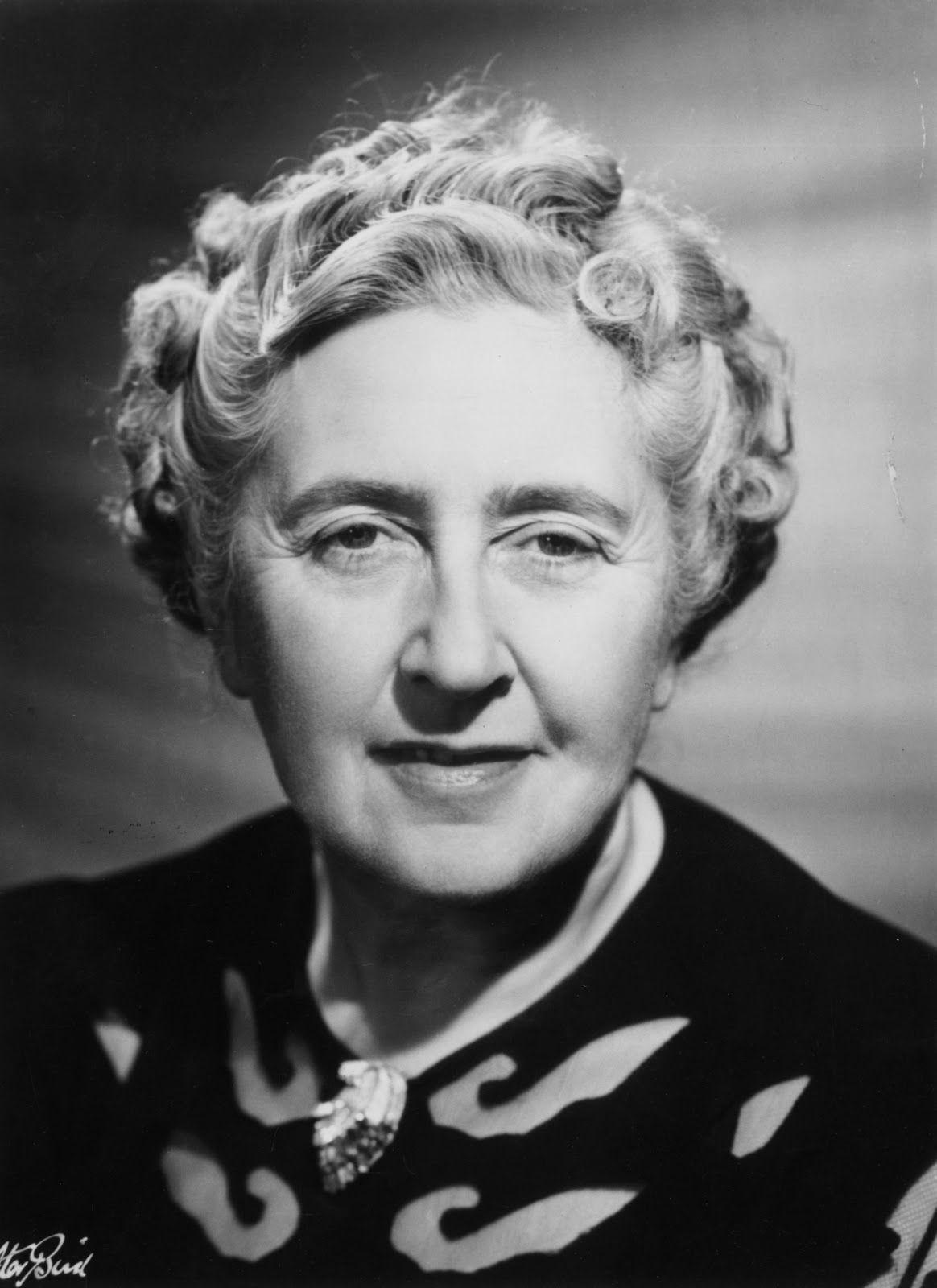 "Agatha Christie (1890 - 1976). Famosa autora de novela negra. Su obra más vendida fue ""Diez Negritos""."