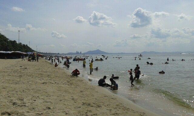 ริมชายหาด...