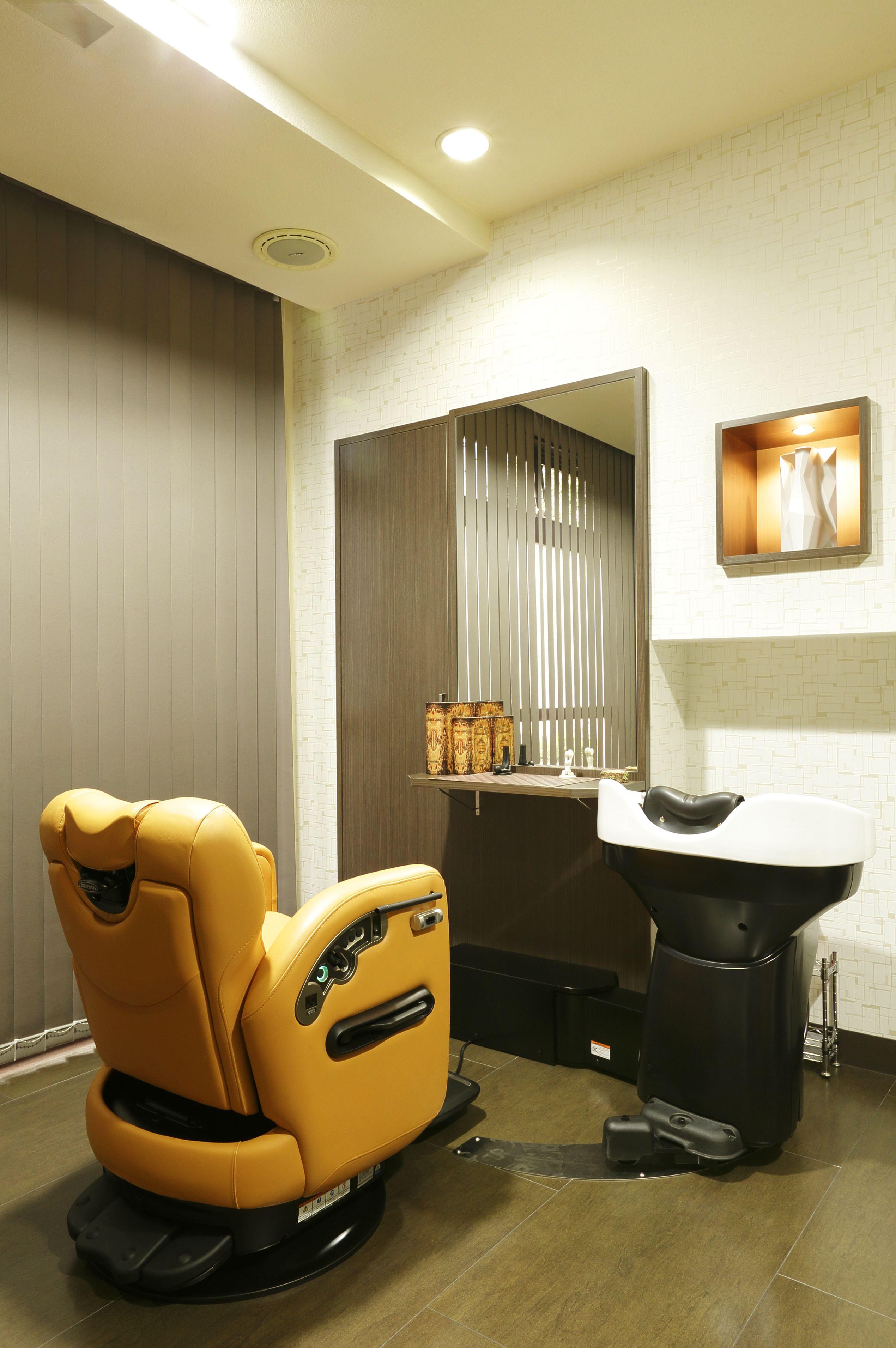 Beauty salon interior design ideas | + chairs + mirrors + space + ...