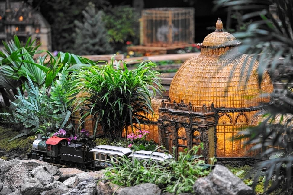 Holiday Train Show at Botanical Garden offers behind-the-scenes look ...