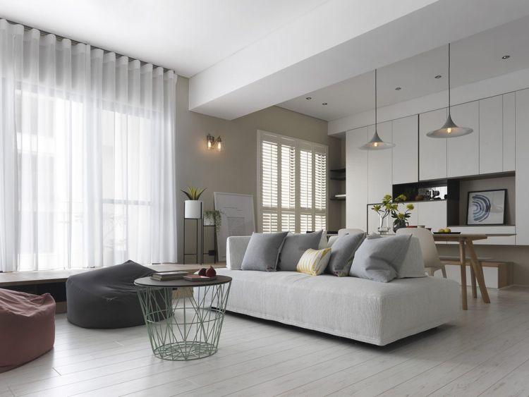Weisses Laminat Graue Schattierungen Couch Esstisch Hell #bodenbeläge  #fliesen #gray #apartment #
