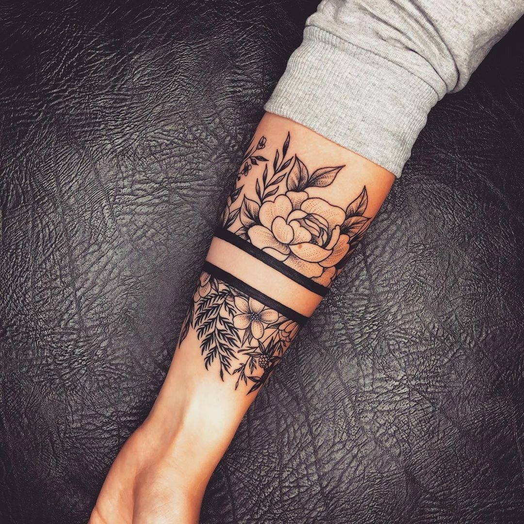 Side Hand Tattoos For Females In 2020 Arm Band Tattoo For Women Hand Tattoos For Guys Hand Tattoos For Women
