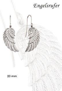 Pendientes de plata de la firma Engelsrufer con motivo de alas de ángel de 20 mm. de tamaño y sistema de anzuelo. Hace el juego con el colgante de ala de ángel que acompaña usualmente al llamador de ángel de plata disponible en varios colores.