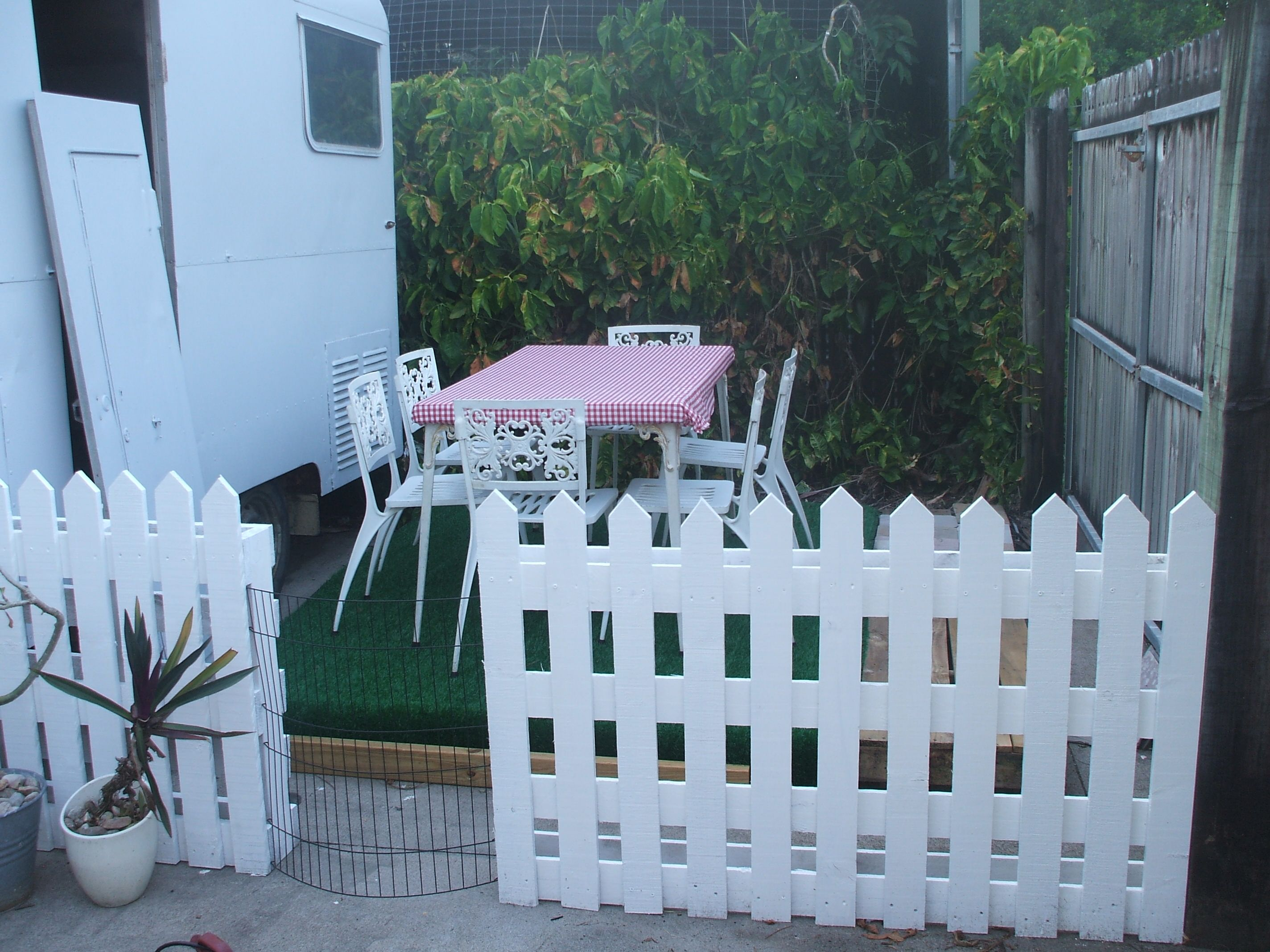 Pallets picket fence pallets fences and pallet furniture