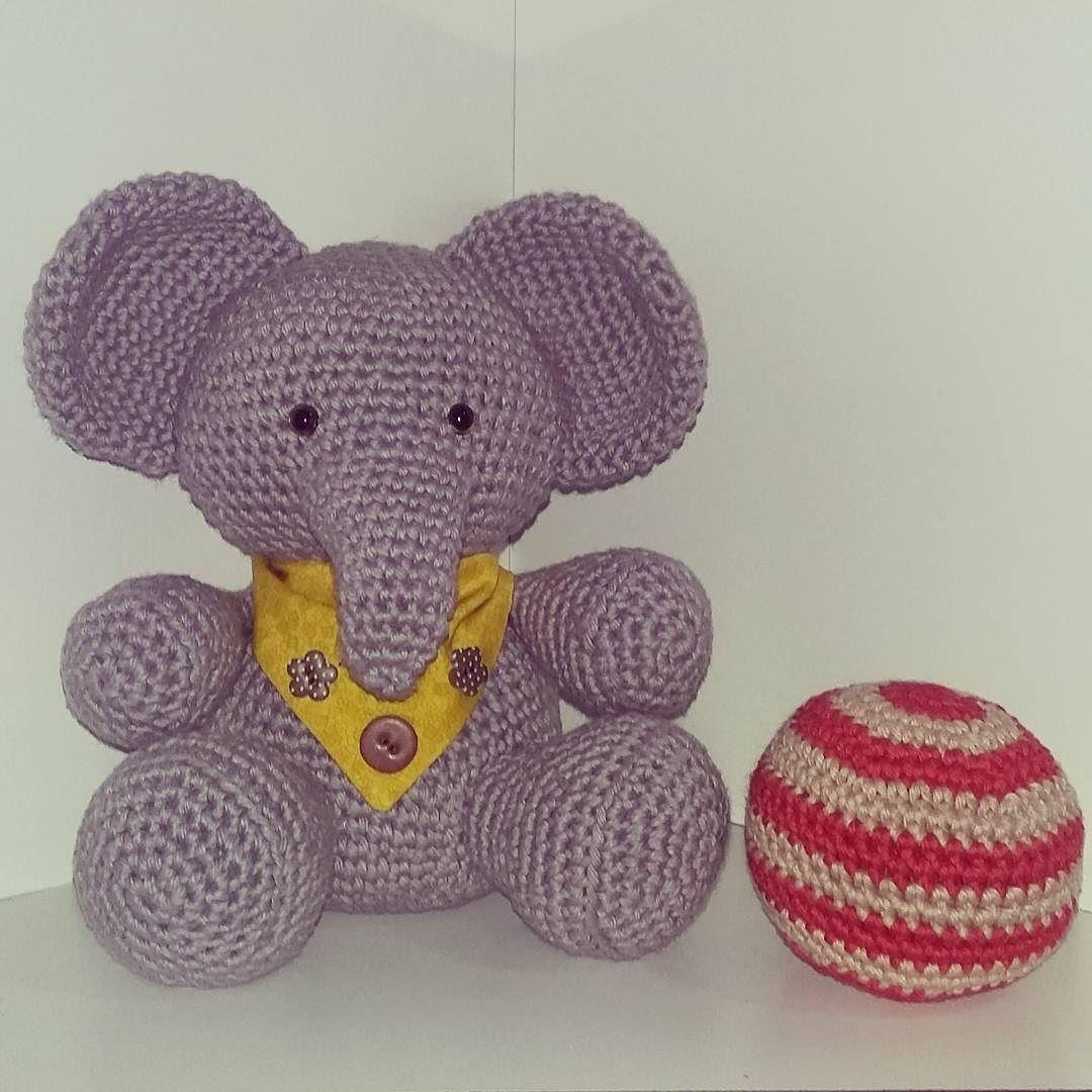 Nosso elefantinho  ele adora brincar com sua bola.  Tamanho: 25 cm by mimocroche_byjuliene