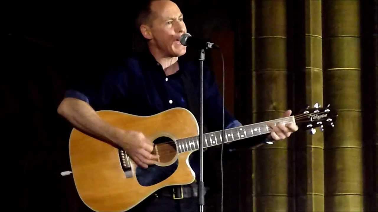 Roddy Frame - Live - Crossing Newbury Street, Paisley Abbey 27-10-12 ...