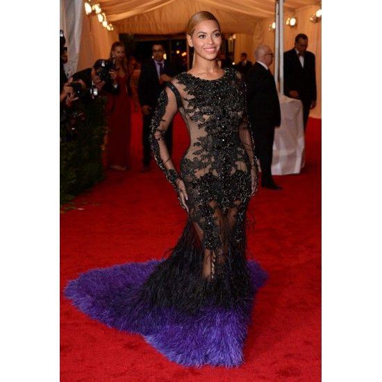 Ai Beyonce, não tava a vontade nesse Givenchy transparente, né? #MET