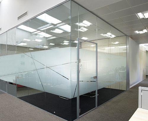 Glass Wall Systems And Sliding And Pivot Glass Doors Avanti Systems Usa Interieur De Bureau Bureaux D Entreprise Deco Interieure
