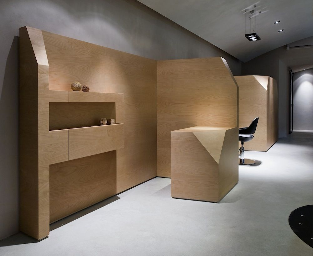 In Simone Subissati's hair-styling salon volumes and lines define a contemporary architectural flight according to local boutiques style.  http://www.archipanic.com/architectural-hair-style-boutique/