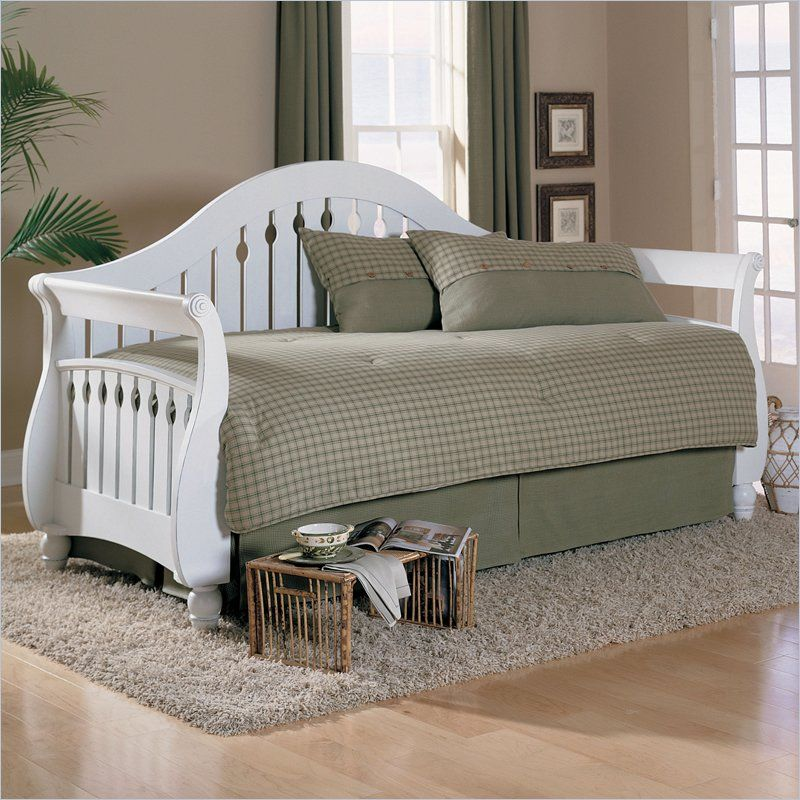 Fashion Bed Fraser Wood Daybed with Link Spring in Frost