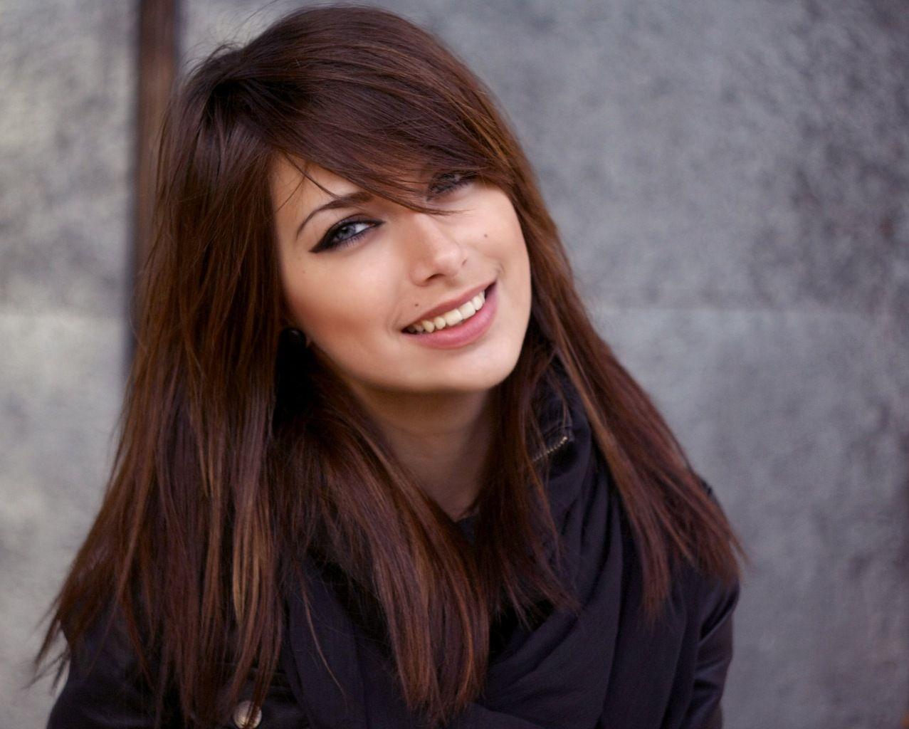 Челка на бок на длинные волосы фото