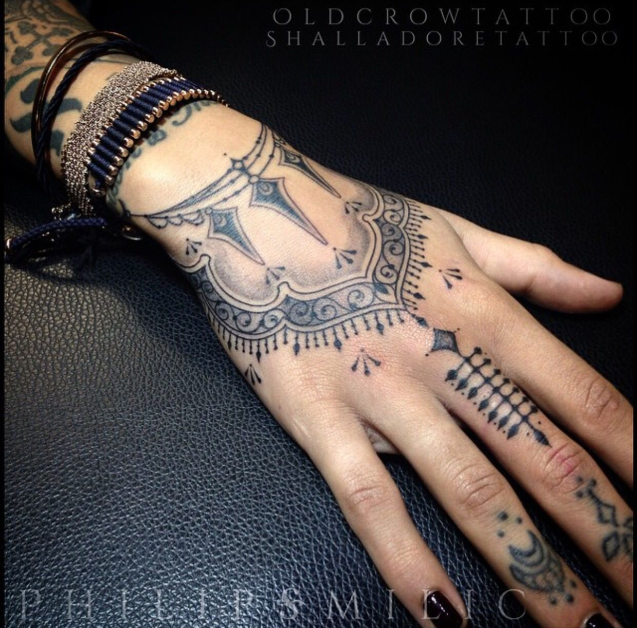Old Crow Tattoo Mendhi Design Hand Tattoo Love The Line Work And It
