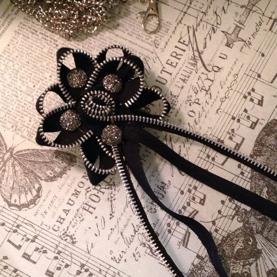 Pin Zipper flower in black with silver sparkle#Eyes