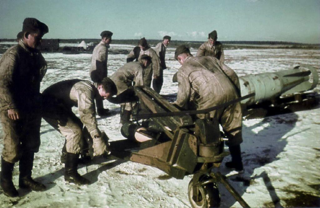 Bombe allemande SC-500 sur son chariot de transport