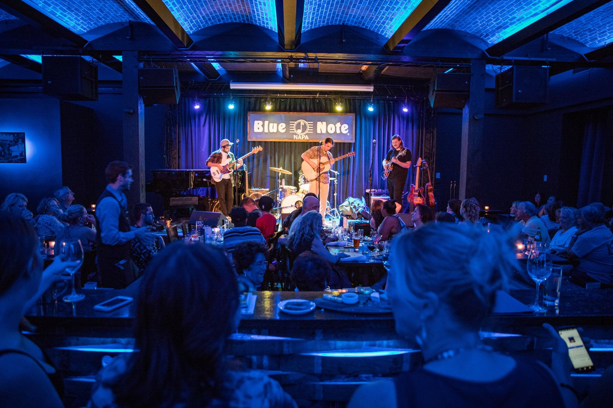 Blue Note Napa A Spinoff Of New York City S Well Known Jazz Club Jazz Club Decor Jazz Club Interior Jazz Club
