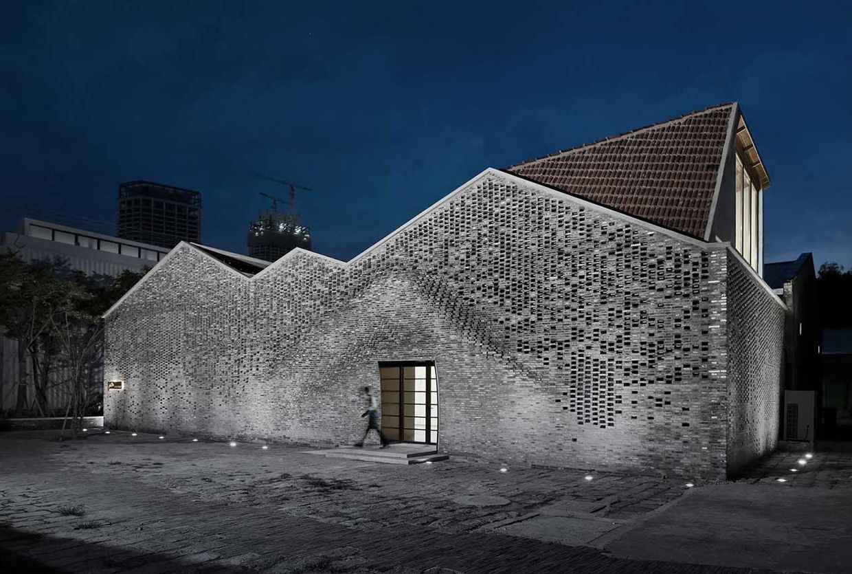 Archi In Casa Moderna casa moderna de amplio territorio | brick architecture