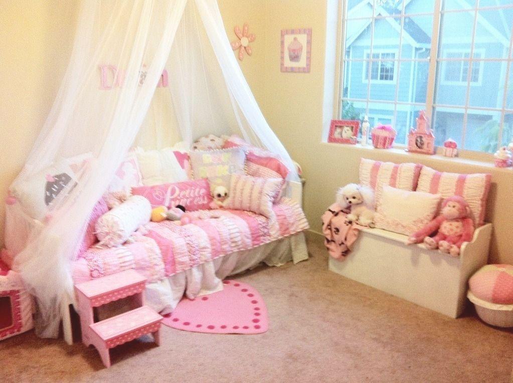 Princess theme bedroom | Bella's Princess Cupcake themed bedroom