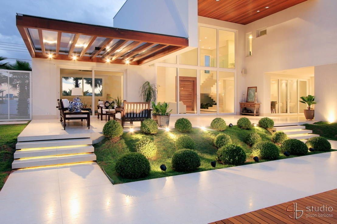 20 jardines peque os que har n lucir la fachada de tu casa for Casa moderna jardines