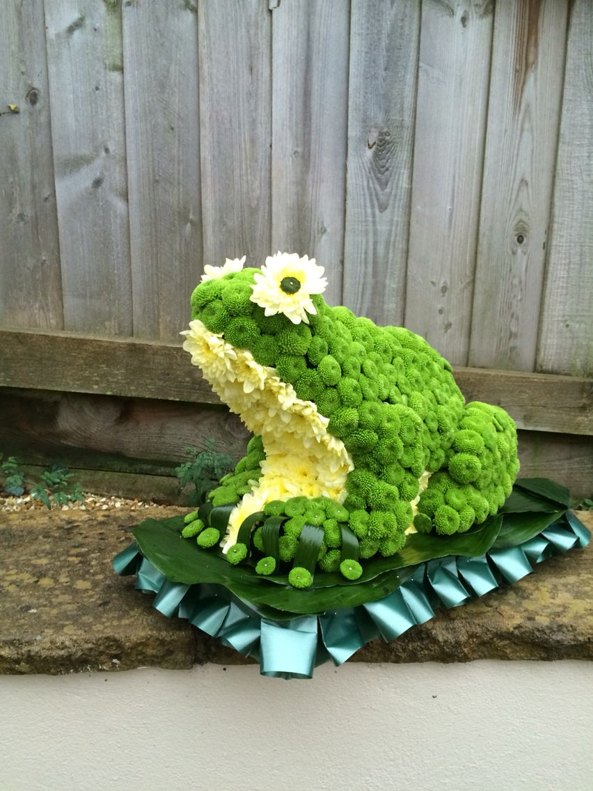 Funeral tribute frog funeral flowers and tributes pinterest funeral tribute frog izmirmasajfo