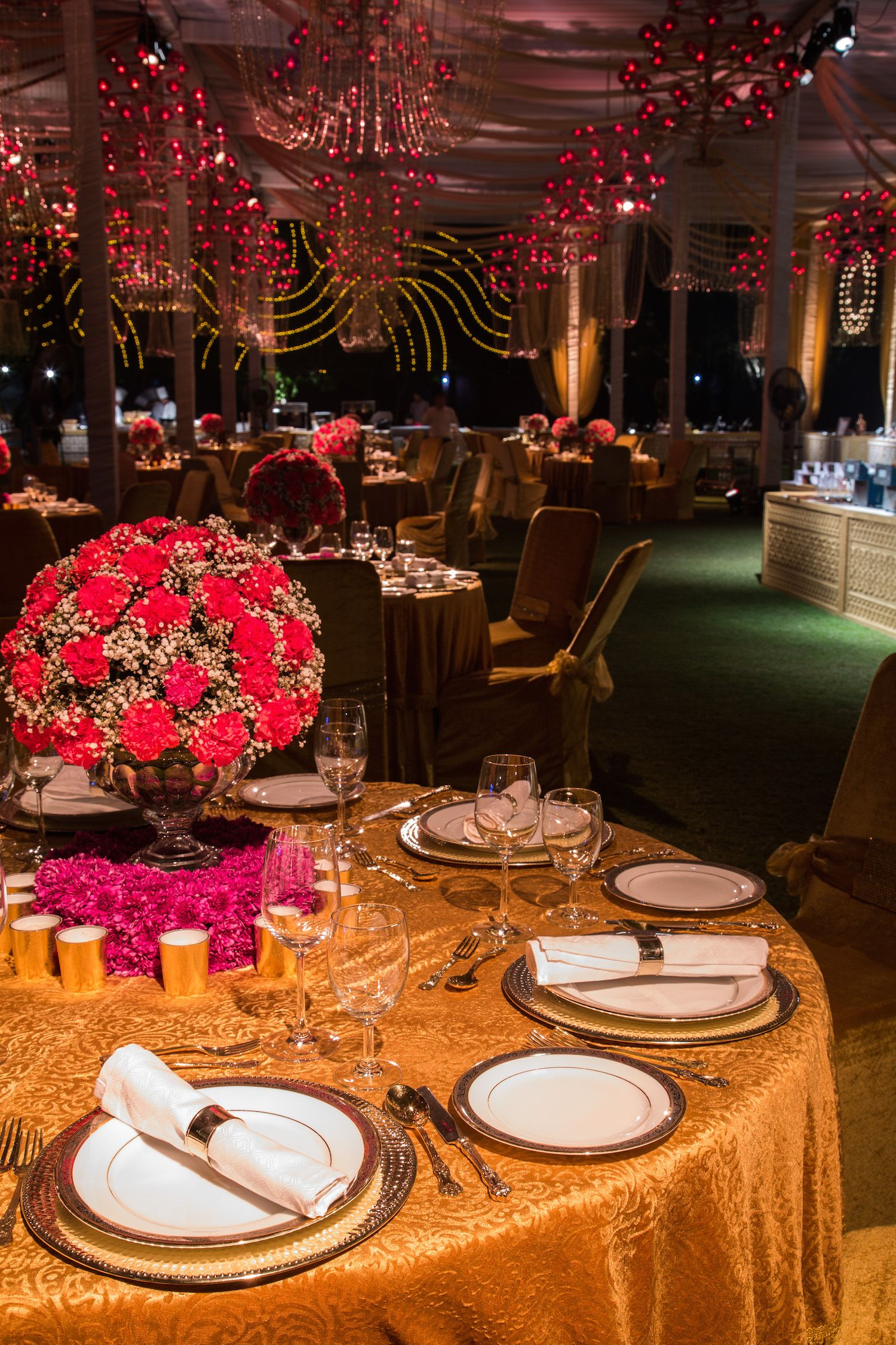 The best #food experience starts with a stunning table :) #StaySelectED #finedining #events #India #foodie #decor