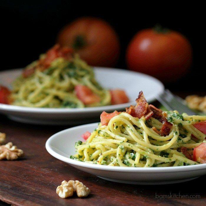 Speedy Spinach Pesto Pasta / http://bamskitchen.com