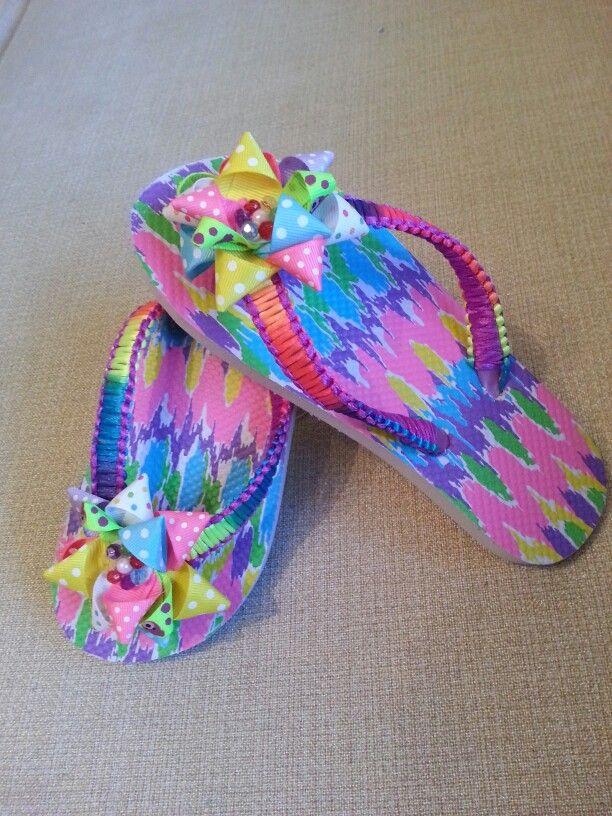 Sandalia para niñas. Originales para el verano. Con moño hecho en cintas de  liston · Flip Flop SandalsFlip FlopsBaby ShoesDecorated Flip ...