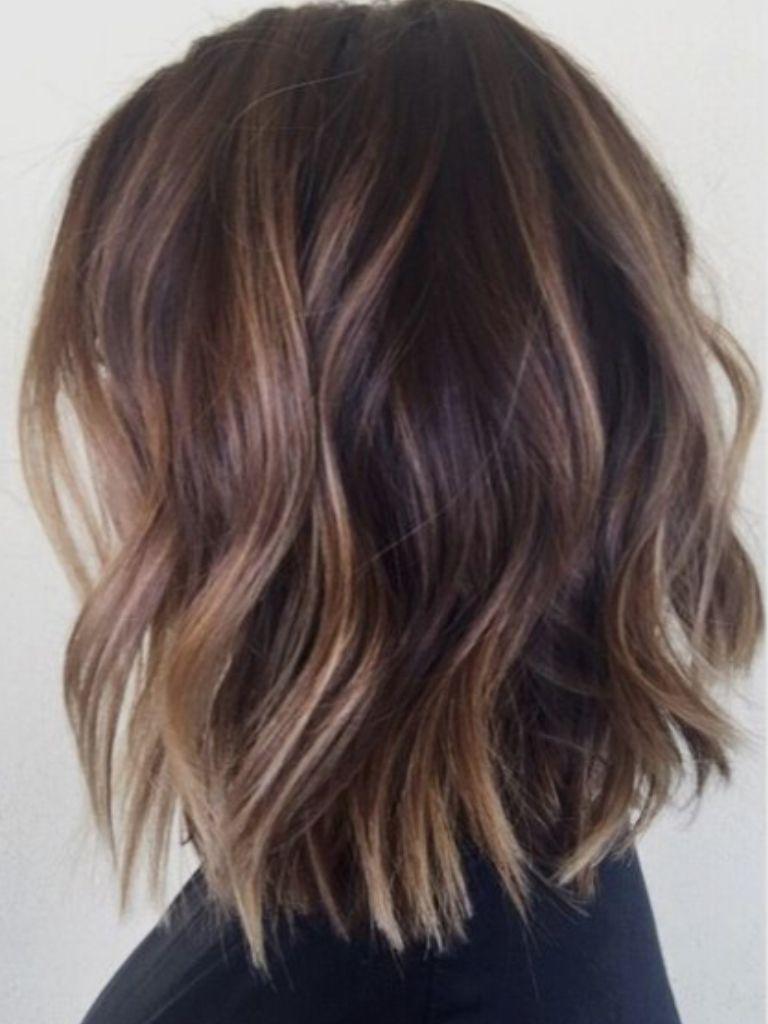 Frisyrer för halvlångt hår