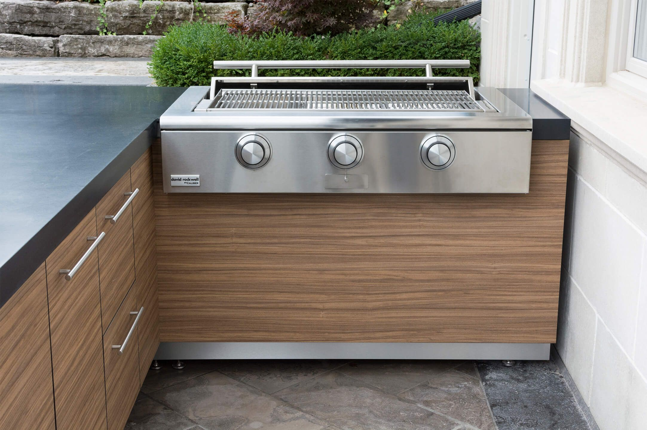 Caliber Rockwell 48 Built In Grill With Stainless Steel Kickplate Outdoor Kitchen Built In Grill Outdoor Kitchen Appliances