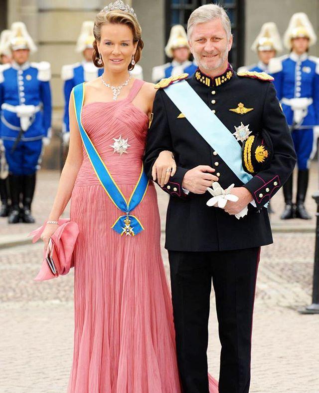 The then Duke and Duchess of Brabant attending the Wedding of Crown Princess Victoria of Sweden and Daniel Westling, 19th June 2010 #KingPhilippe #QueenMathilde #KoningFilip #KoninginMathilde #RoiPhilippe #ReineMathilde #King #Queen #Philippe #Mathilde #royal #royalty #elegant #style #stylish #fashion #beautiful #Belgian #sweden #Belgium #picoftheday #bestoftheday #BelgianRoyals #BelgianRoyalty #BelgianRoyalFamily