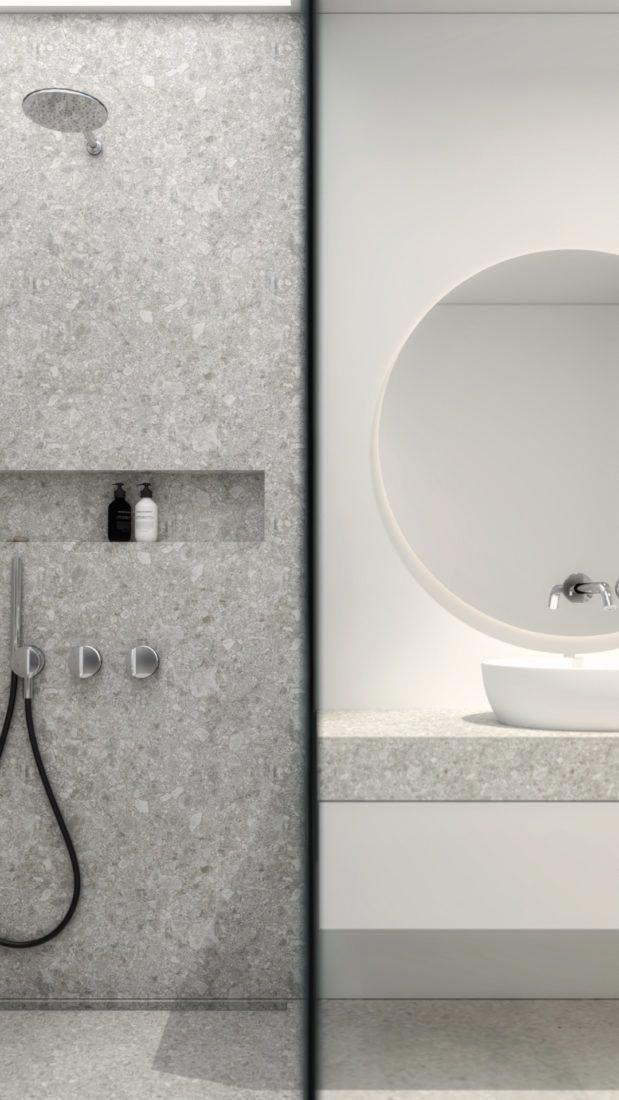 Modernes und offenes designer Badezimmer mit begehbarer
