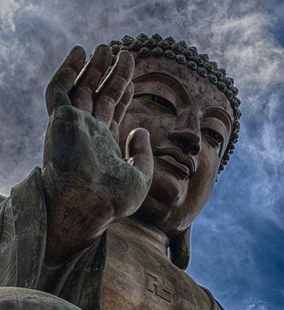 Nell'iconografia tradizionale, quali mudra vengono eseguite dal Buddha e che significato hanno? Andiamo alla scoperta di un raffinato linguaggio simbolico...