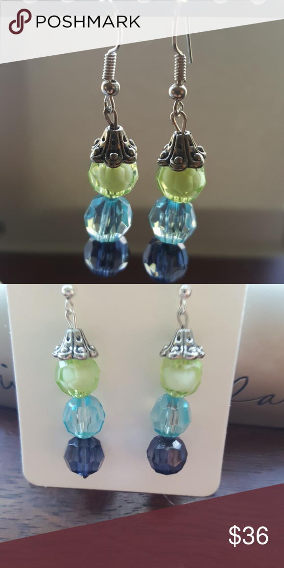 Blue 💙 Green 💚 made for a👸 ,Women's earrings