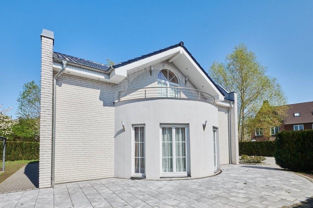 Reserviert Exklusives Einfamilienhaus In Attraktiver Wohnlage Von Bremen Oberneuland Einfamilienhaus Wohnen Immobilien