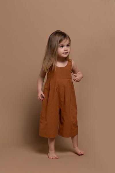 Iris Jumpsuit – Zimt Babykleidung Verkauf – Kinderkleidung