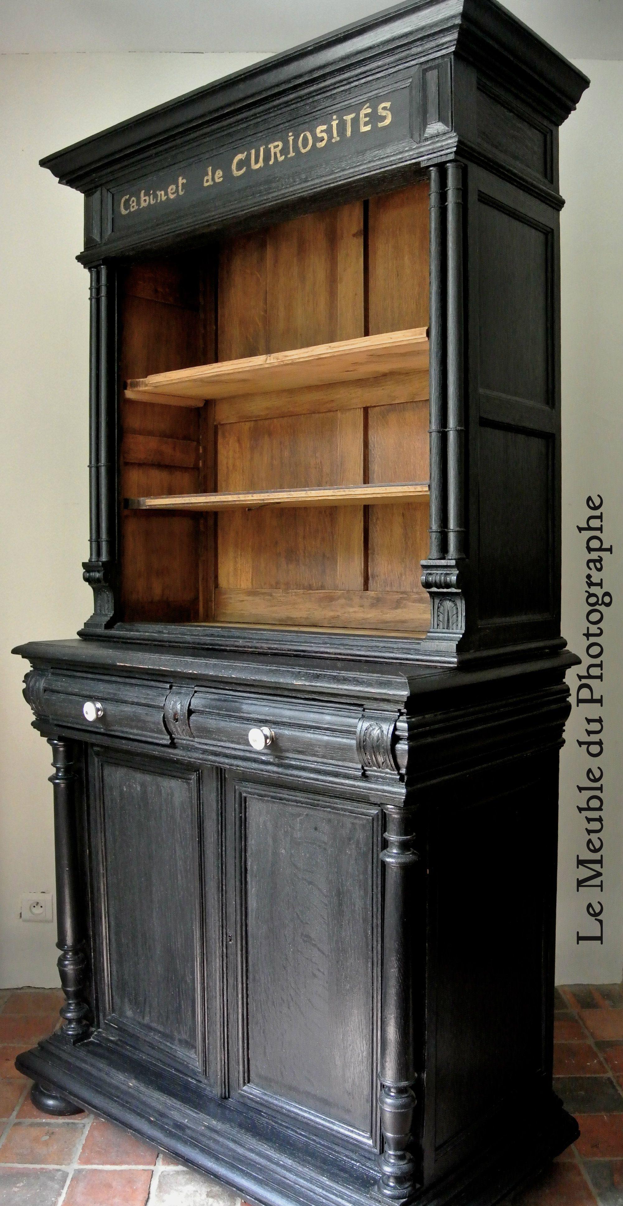 elegant cabinet de curiosites en bois peint en noir chic avec lettres manuscrites dorees ce meuble de rangement insolite est une piece unique realisee a