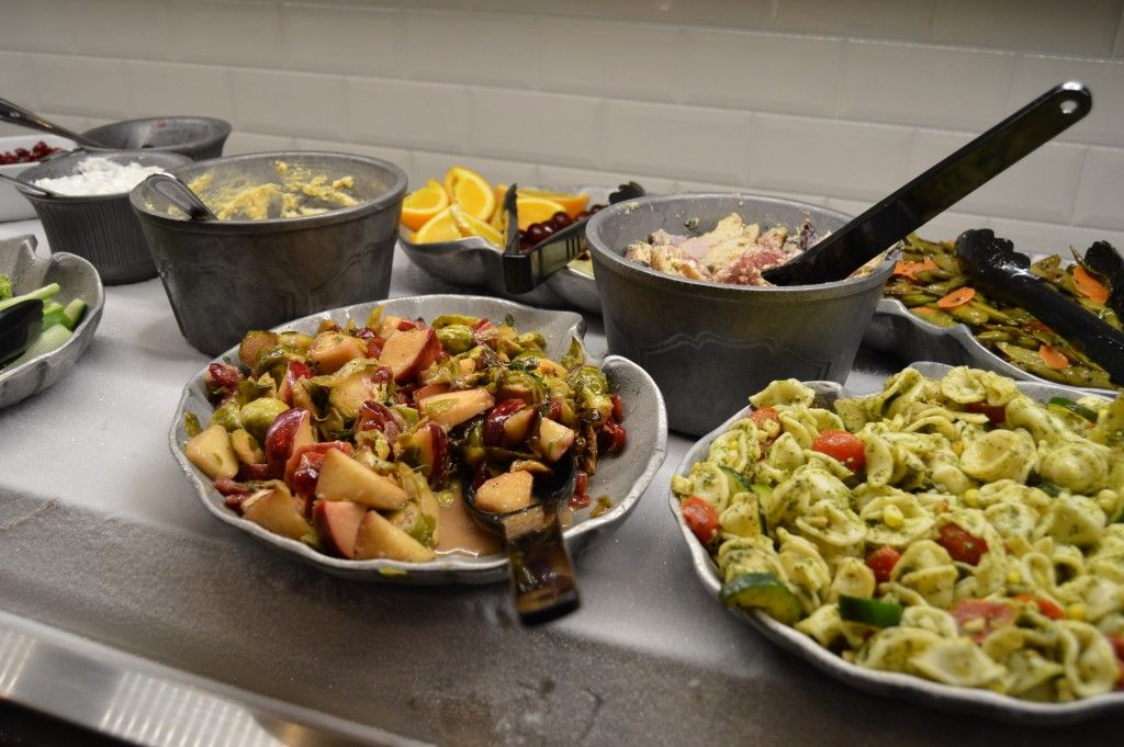 Let S Talk About Fresh Baby Ruby Tuesday Debuts New Fresh Garden Bar With Images Salad Bar Salad Recipes Garden Bar