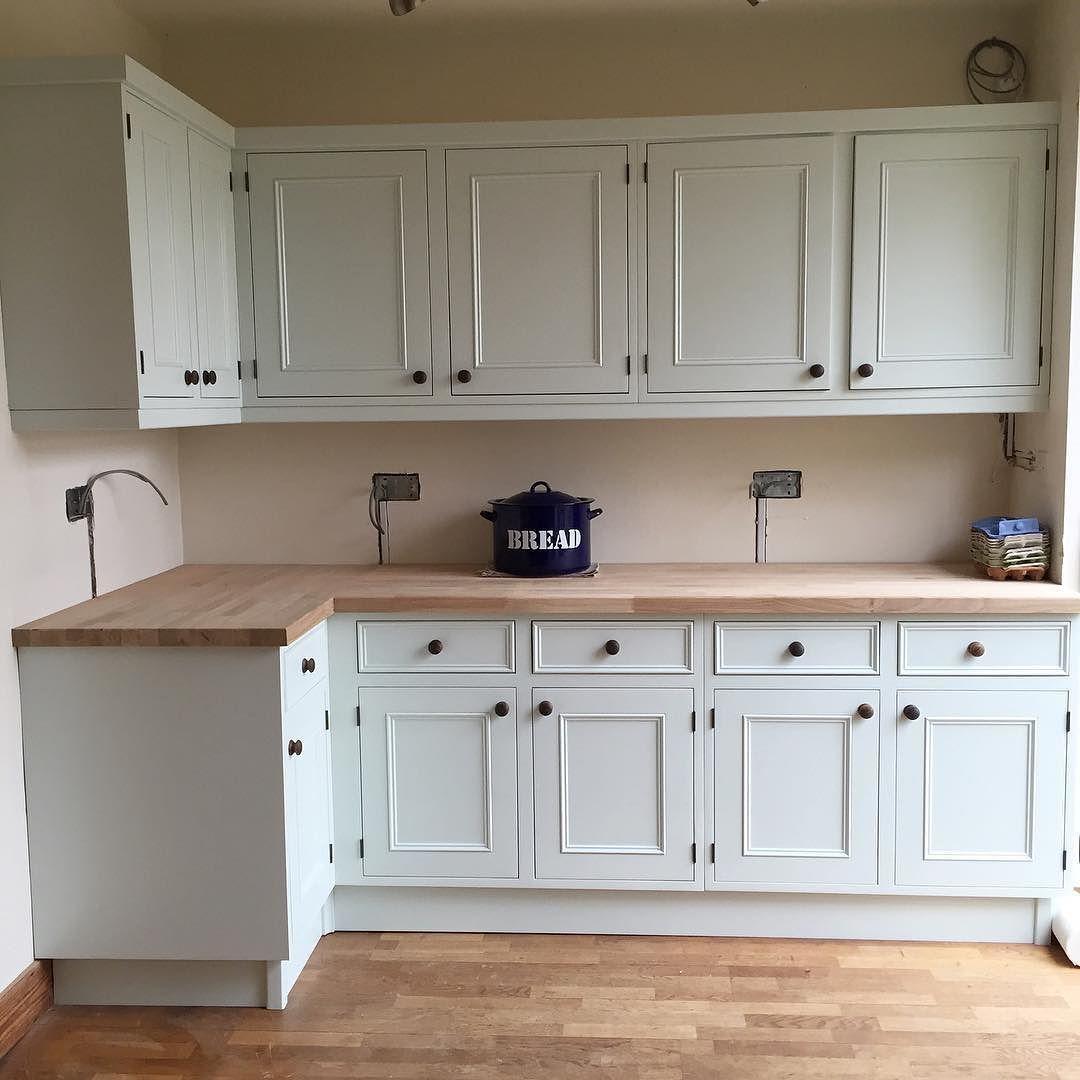 Pale Powder Kitchen Farrow And Ball Kitchen Kitchen Interior Handmade Kitchens