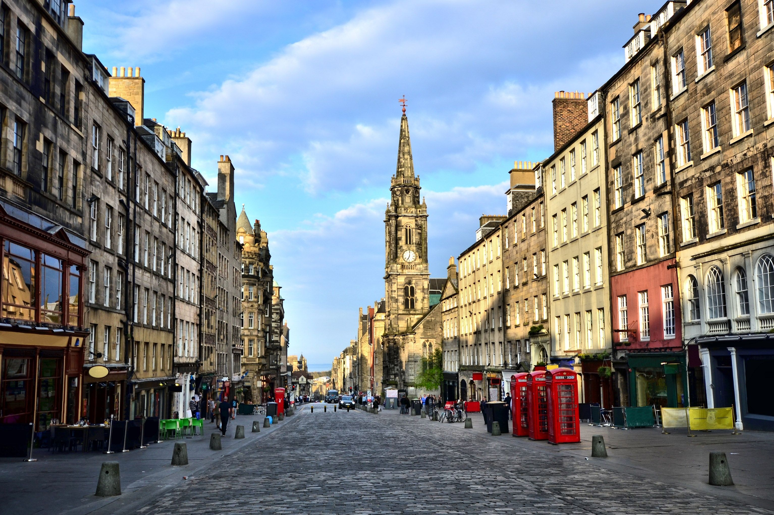 Edinburgh, Scotland's historic capital is one of the U.K.'s finest cities. Combining beautiful architecture, engrossing cultures and an extensive heritage, this Scottish delight is a must-visit destination. Cruise M1722.