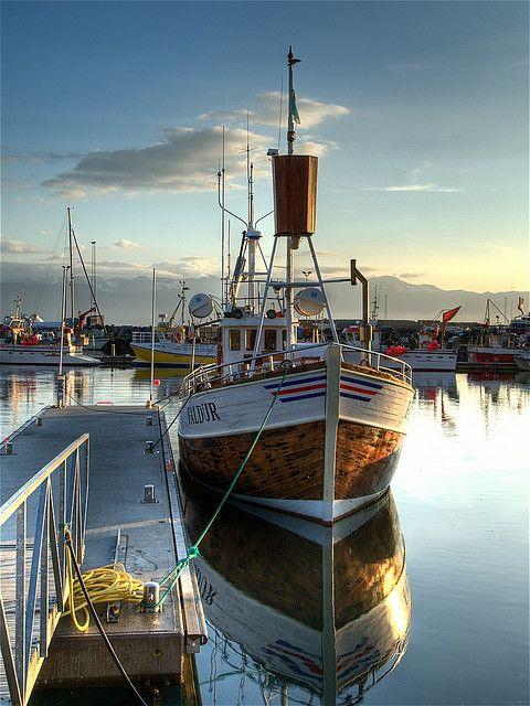 Húsavik harbor | Barcos