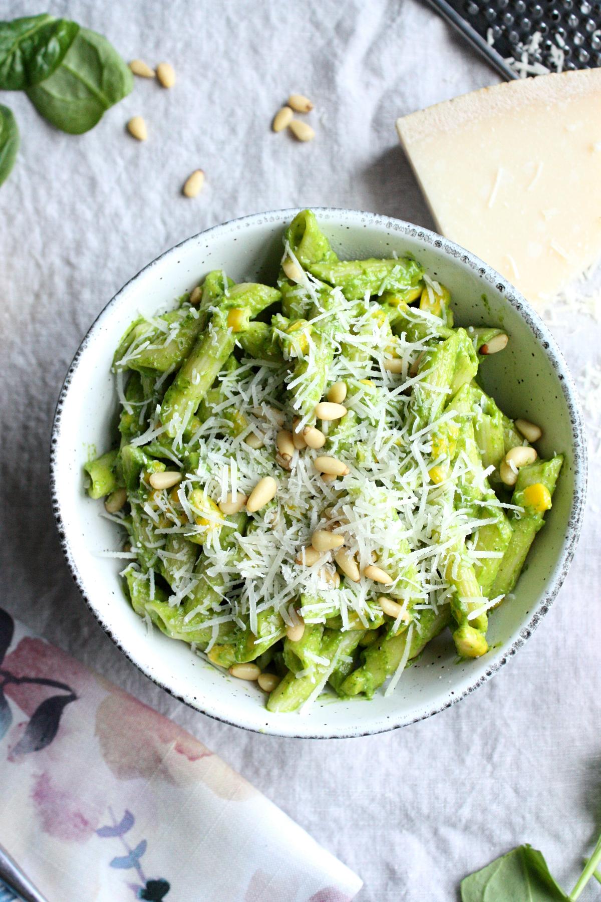 Creamy Spinach Avocado Pasta #healthyweeknightmeals