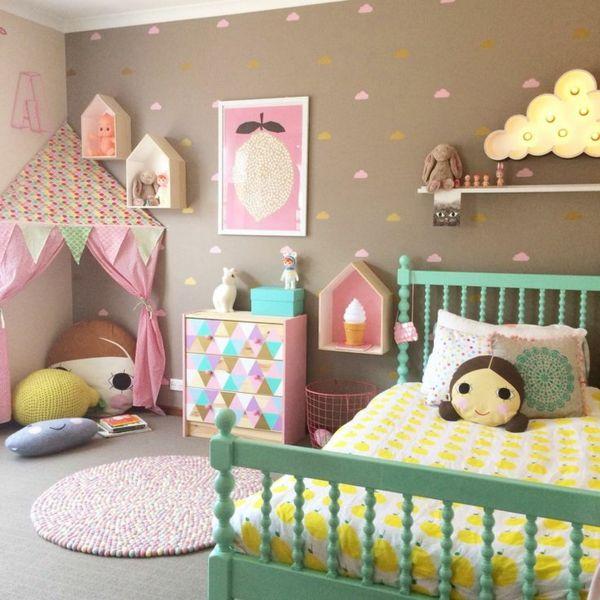 m dchenzimmer gestalten dekorieren gr nes bett farbige w nde kinderzimmer babyzimmer. Black Bedroom Furniture Sets. Home Design Ideas