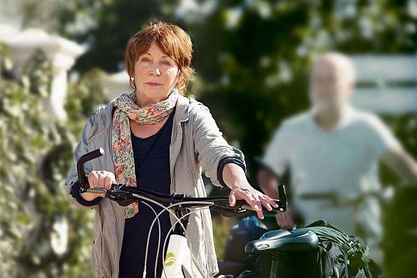 Die Deutschen sind Fahrradfans. Eine falsche Sitzhaltung beim Radfahren kann für Rückenbeschwerden sorgen - Kytta-Salbe f kann dann stark und schnell helfen. Foto: djd/Merc...