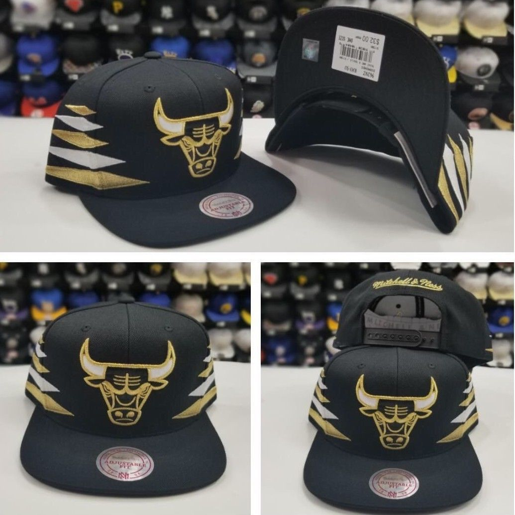 b1a2e4c7 Mitchell & Ness Nba Black/Gold Stripe Chicago Bulls Adjustable ...