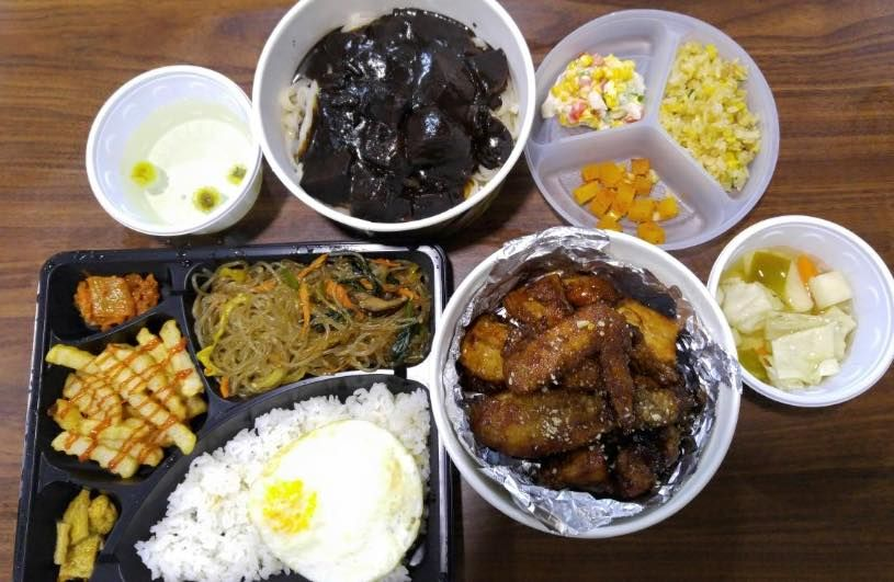 Half Chicken Jajangmyeon Dosirak Boa Travel House Seoul Hongdae Food Korean Food Halal Recipes