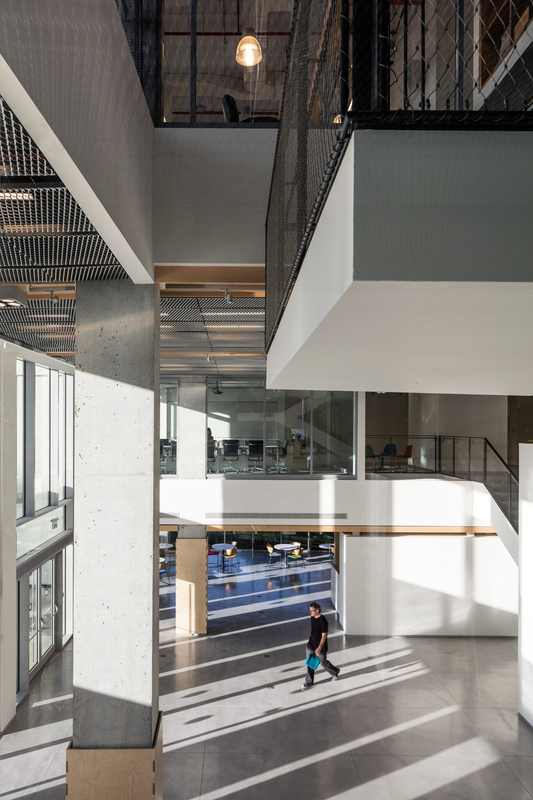 Fins Of Metal Mesh And Concrete Shield Tel Aviv School Of Entrepreneurship Metal Mesh Concrete Architecture